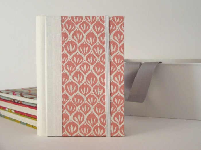 2014 Small Weekly Planner in White and Pink by Arte e Luar Bookbinding Image credits by Ana Ribeiro
