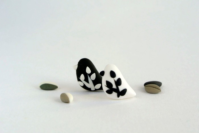 Leaf Birds earrings in black and white
