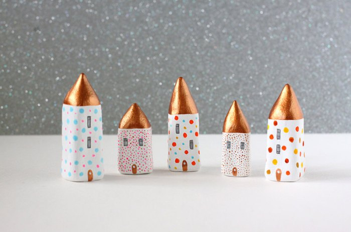 Little clay houses with golden roofs by Rodica. Image credits by Rodica.